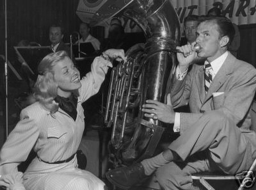 Doris & Frank Sinatra hamming it up on